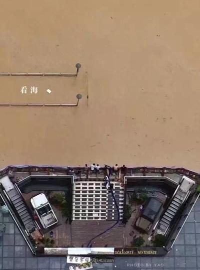 单基吐槽秀:《FIFA 17》太污 球场上演春宫-17173游戏机频道专稿